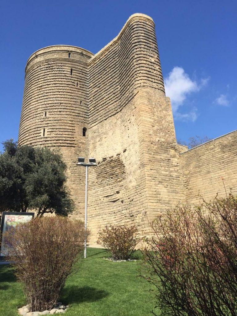 Девичата кула